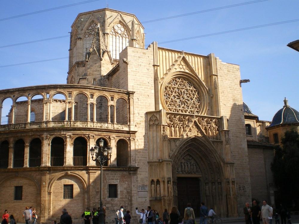 Resultado de imagen de Catedral de Valencia, las plazas de la Virgen, la Reina y la Redonda, las Torres de Serrano, el Mercado Central, la calle Caballeros y hasta el barrio del Carmen,